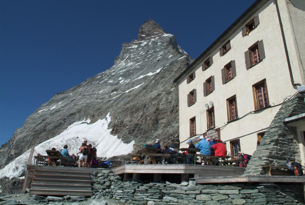 El monte Cervino tiene una altura de 4.478 metros, y de más de otras dos docenas de montañas de más de 4.000 metros de alto.