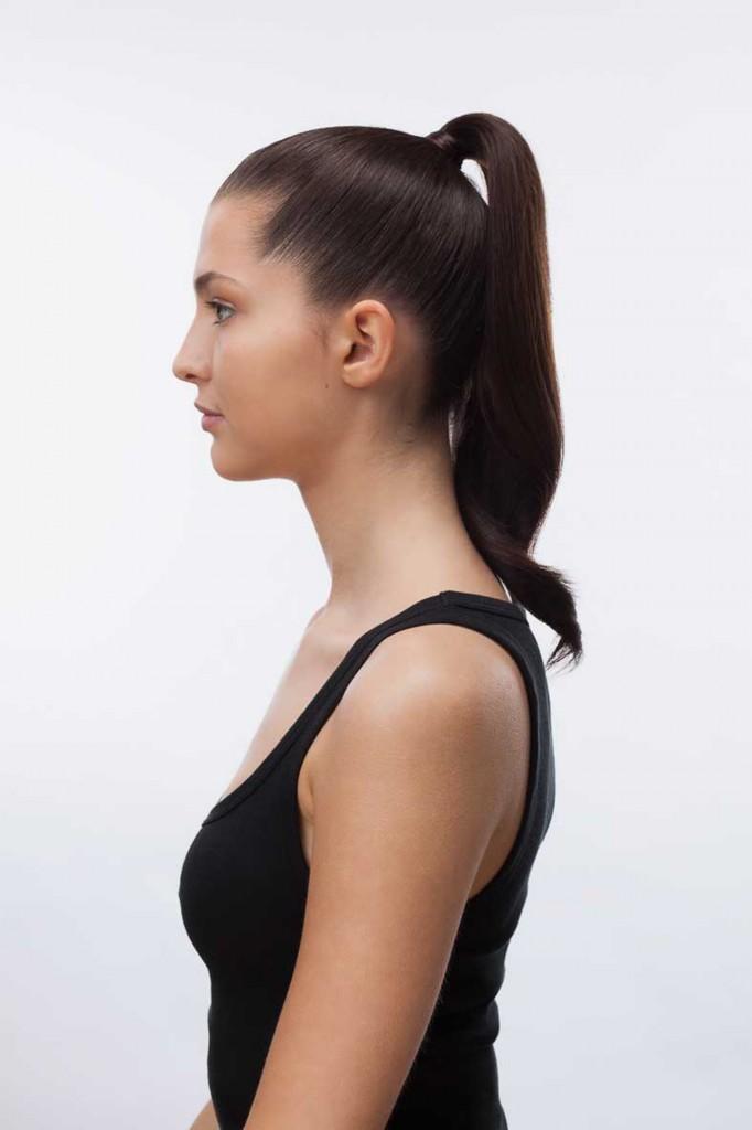 La cola de caballo siempre queda bien en cabelleras largas y hay distintas variantes. Si se la ata cerca de la nuca, brinda un look distinguido, mientras que más levantada se ve más informal y juvenil.